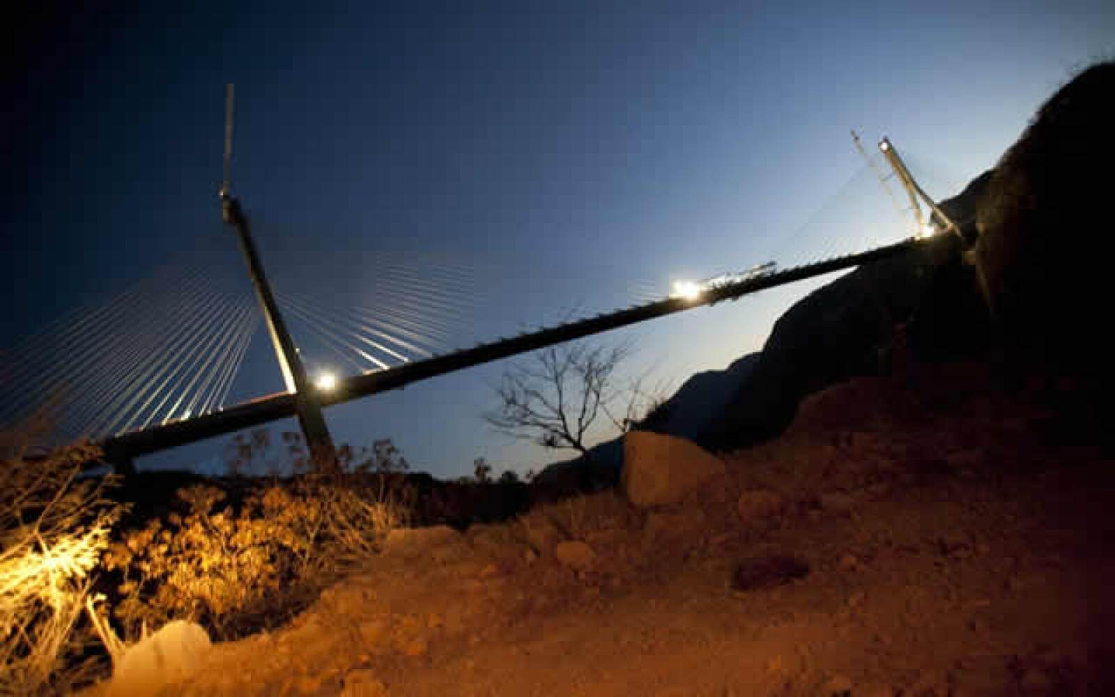 El Gobierno estima una inversión de 200,000 millones de pesos para la construcción de la carretera Durango-Mazatlán, que deberá terminarse en 2012.