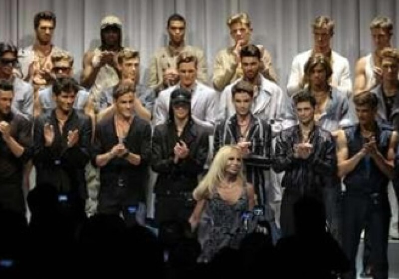 Milán fue clasificada como la meca de la moda por encima de Nueva York. En la foto, Dontaella Versace en la pasrela invernal Milán 2009-2010. (Foto: Reuters)