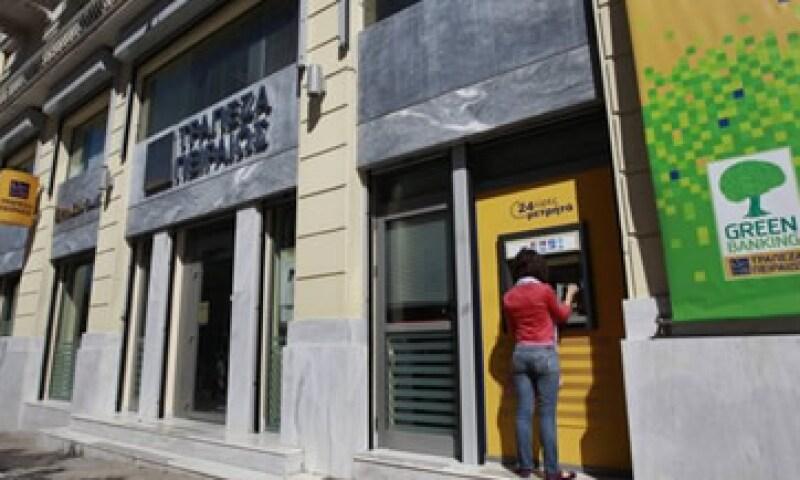El Fondo Helénico de Estabilidad Financiera dijo en un comunicado que su junta había aprobado de manera unánime la recapitalización de los bancos. (Foto: Reuters)
