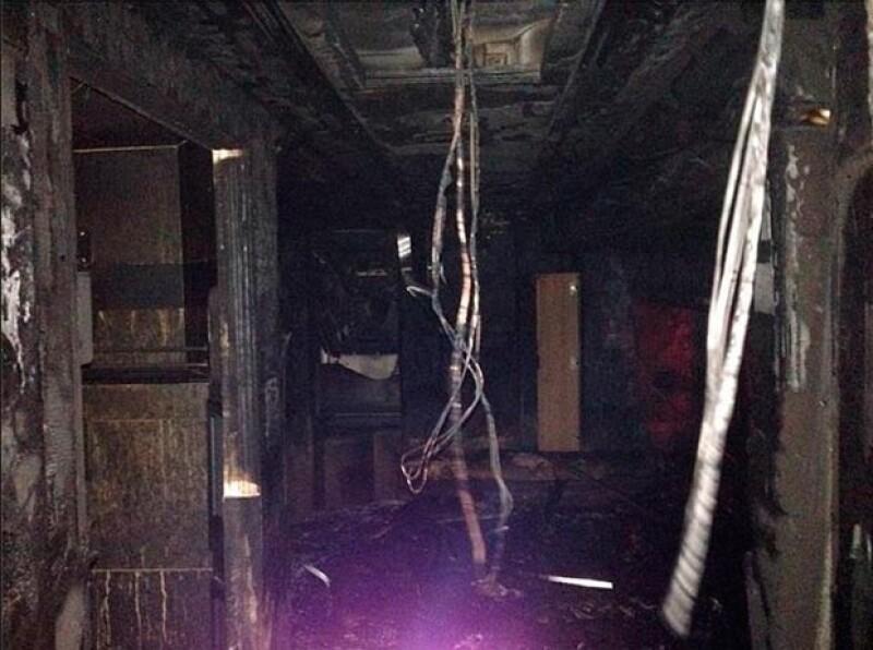 Este es el interior del vehículo tras el incendio.