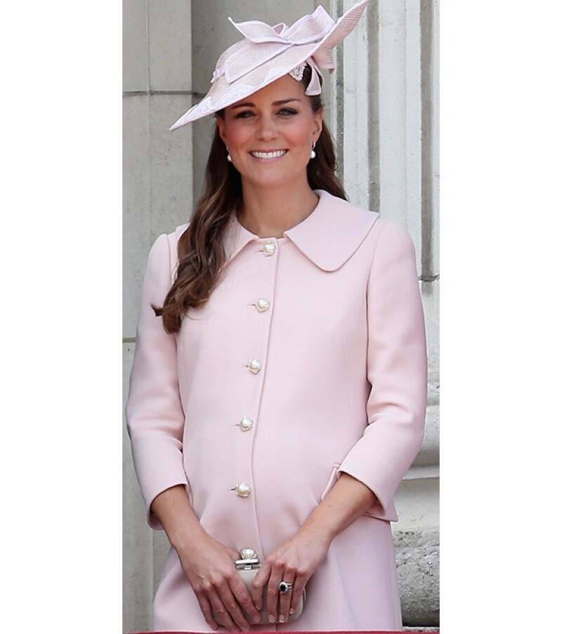 El bebé real aún no llega y es que aunque se creía que ayer sería el gran día, US Magazine informó que la duquesa viajó a una provincia para resguardarse del calor londinense.