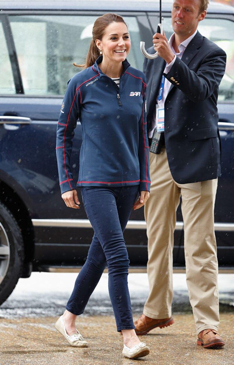 La esposa del príncipe William y mamá de George y Charlotte no deja de sorprender con sus habilidades, y ahora lo hace con un deporte acuático en el que está hasta certificada.