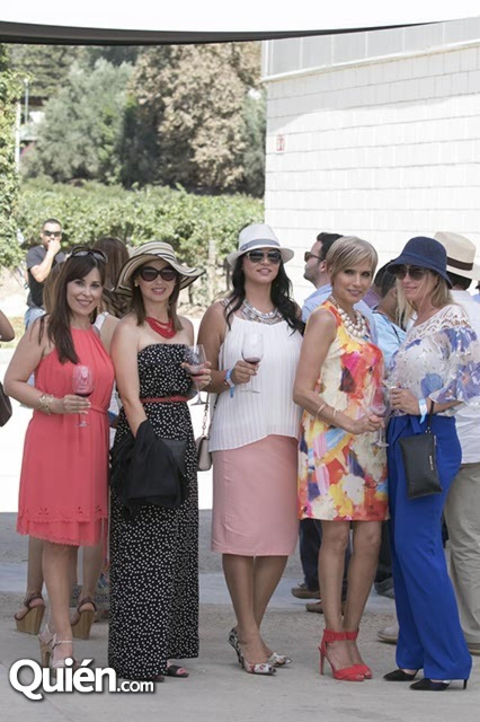 Mirna Carrilo,Darcy Morales,Carla Santana,Laura Moncada y Marcela Cuadra