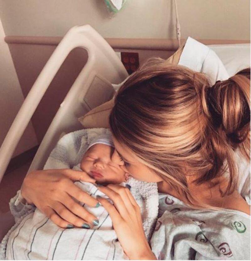 Briana Jungwirth también compartió su felicidaad tras ser mamá con esta encantadora imagen.
