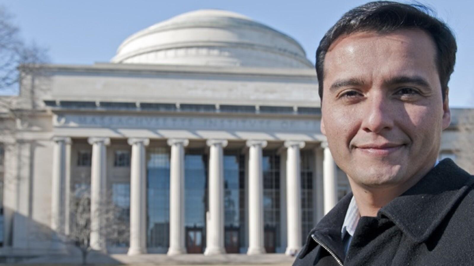 nanosatelite propulsión eléctrica Paulo Lozano
