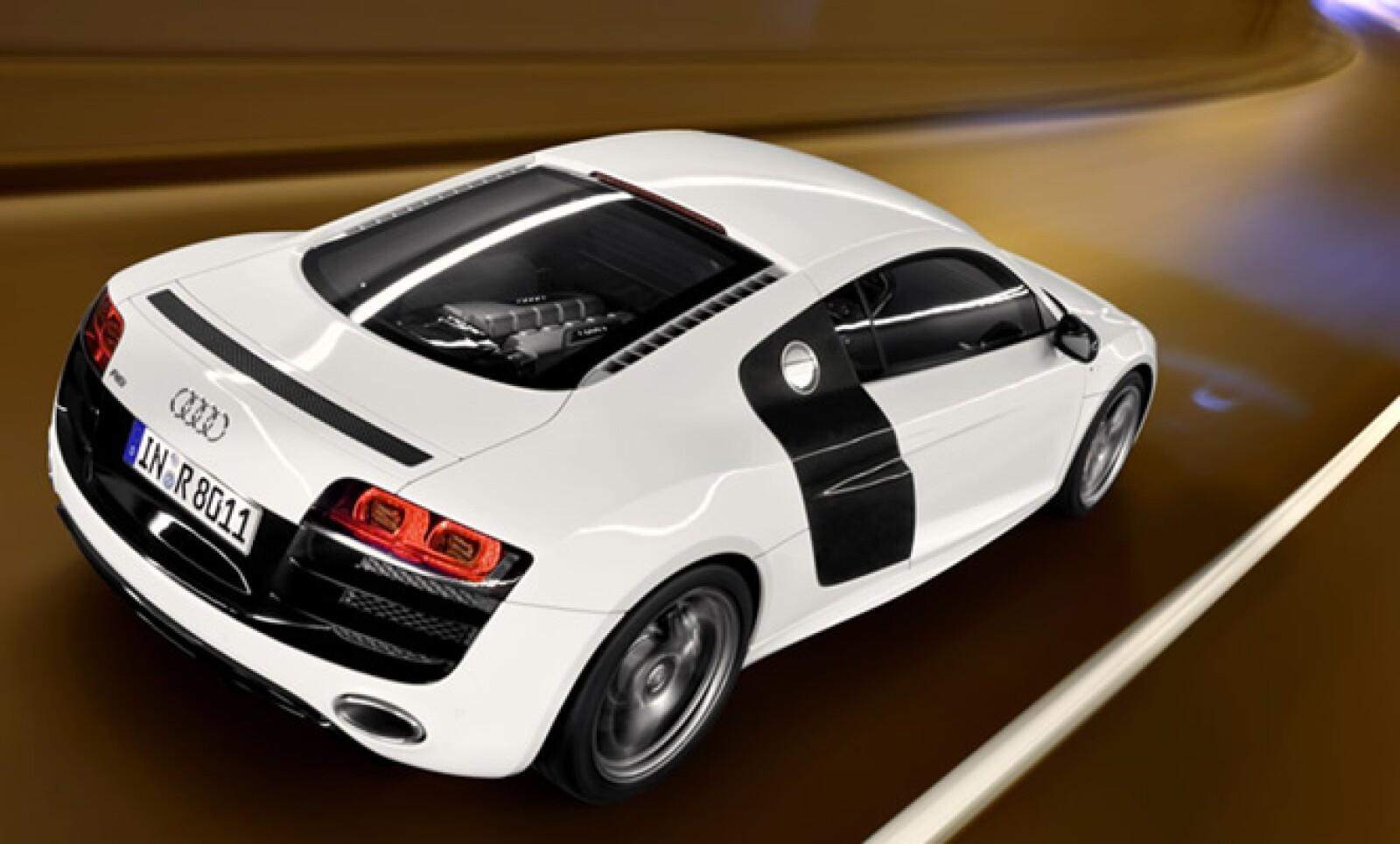 El Audi R8 V10 fue una estrella en las pistas de carreras desde su presentación en Detroit 2009.  Esto le valió su presentación como estrella en el videojuego Forza Motosport 3, de Xbox.