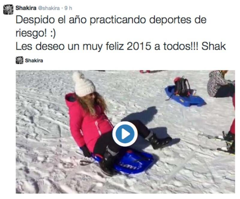 Sin importarle su avanzado embarazo, Shakira se despidió del 2014 deslizándose por la nieve.