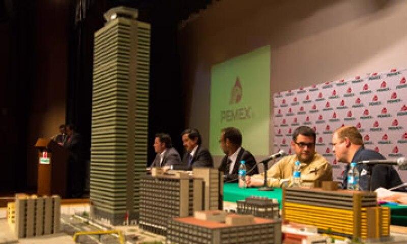 Pemex dijo que cada año gasta 100 millones de pesos en mantenimiento de sus instalaciones. (Foto: Notimex)