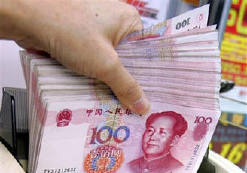 El yuan actualmente cotiza contra siete divisas, entre ellas el dólar el euro y el yen. (Foto: AP)