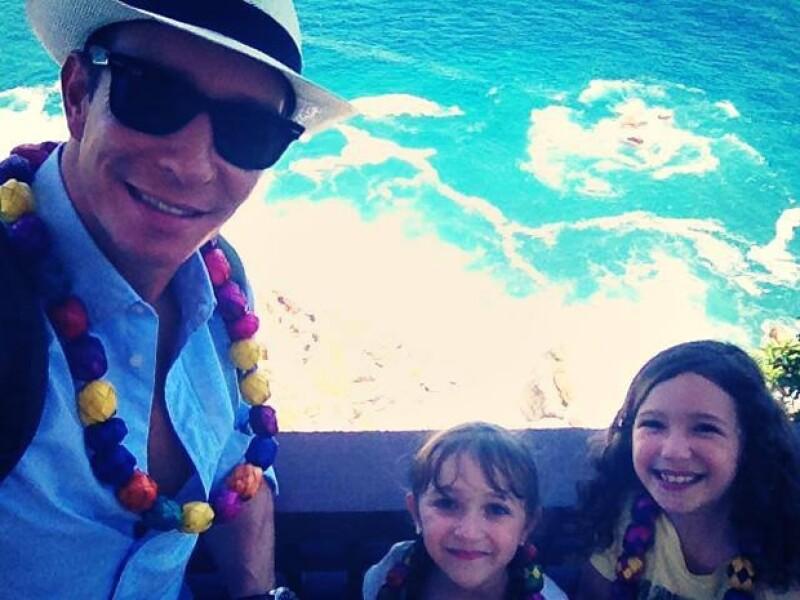 El cantante aprovechó unos días para llevar a sus hijas de vacaciones mientras la conductora se quedó en la Ciudad de México a trabajar.