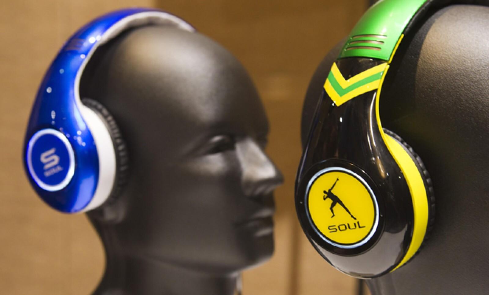 En el CES 2013 se presentan las tendencias de consumo de la industria tecnológica. En la imagen un par de audífonos Soul SL300 inspirados en Tim Tebow y Usain Bolt.