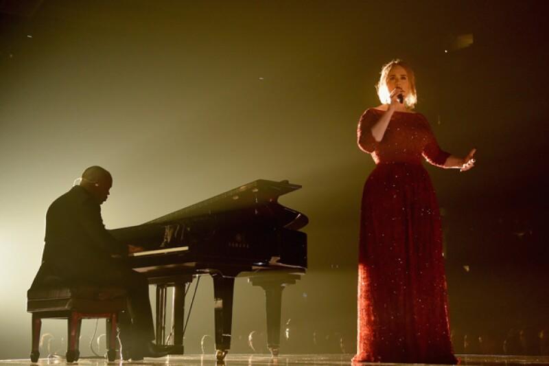La cantante británica tuvo una mala noche durante la entrega de los premios a lo mejor de la música estadounidense, por lo que, a través de su cuenta de Twitter, explicó qué sucedió.