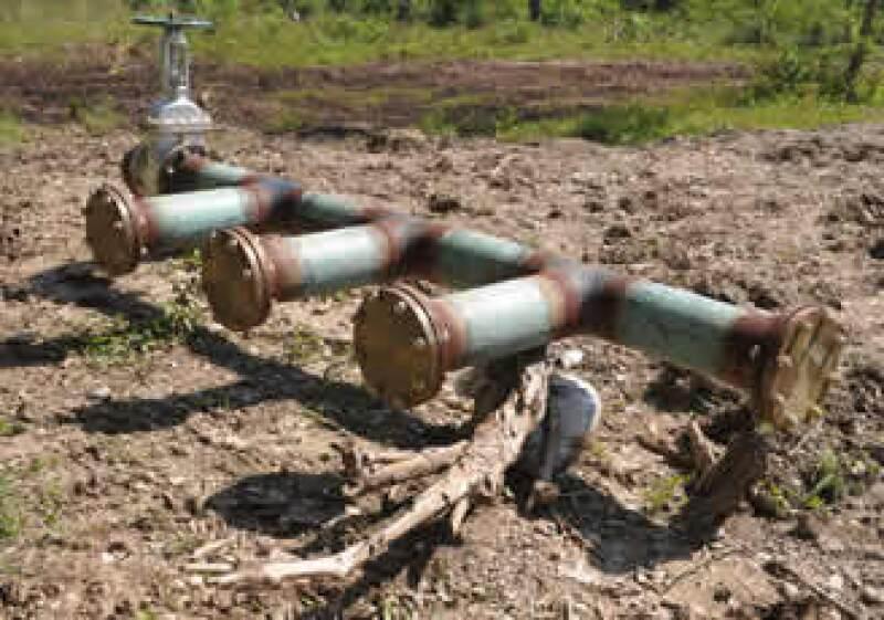 La petrolera estatal encontró 712 conexiones a su red de ductos en 2010. (Foto: Notimex)