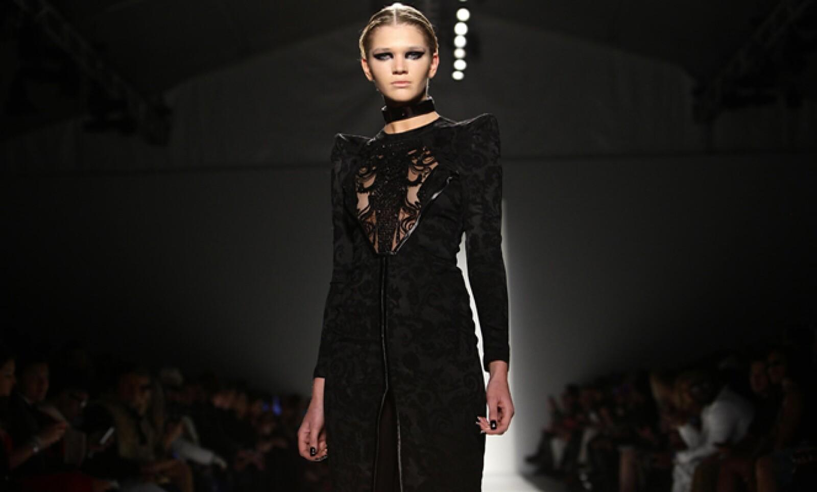 Los estilos clásicos dominaron la Fashion Week de Nueva York. De la colección de Falguni y Shane Peacock.
