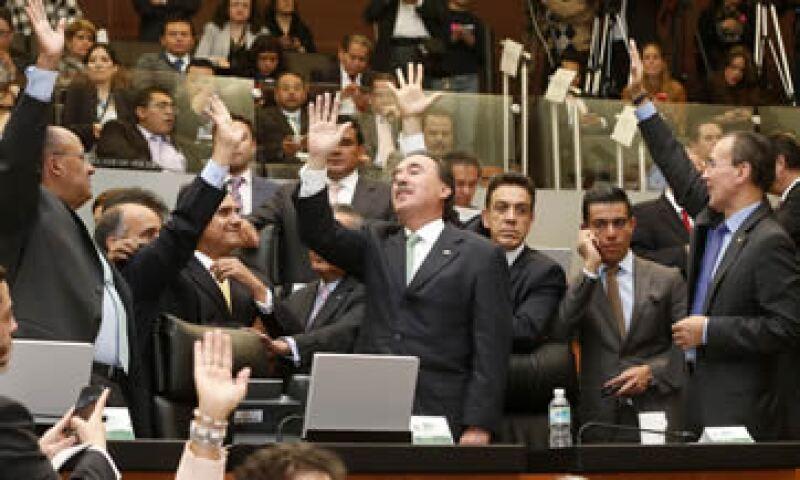 Los senadores analizan la forma en que se bajarán el sueldo. (Foto: Notimex )