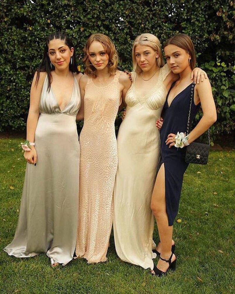 Su vestido no fue un típico outfit de graduación.