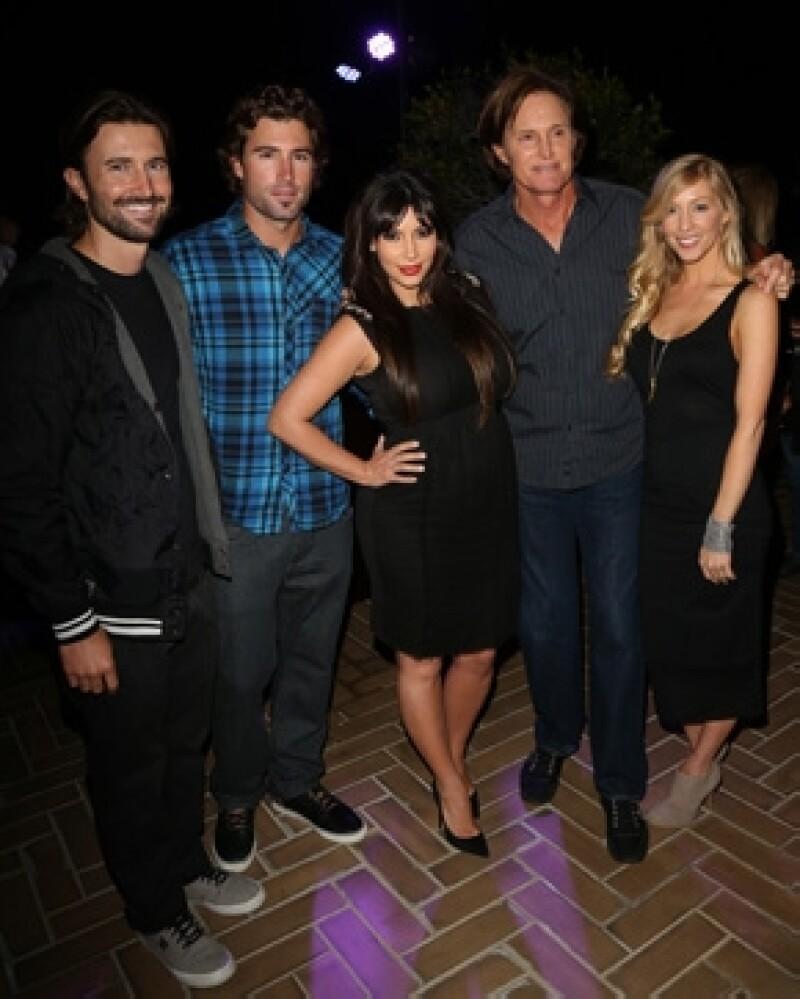 Brandon Jenner, Brody Jenner, Kim Kardashian, Bruce Jenner y Leah Jenner (esposa de Brandon).