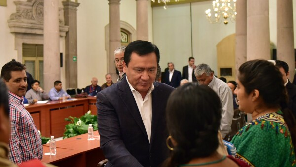El titular de la Segob (centro) sostuvo un encuentro con dirigentes de la CNTE.