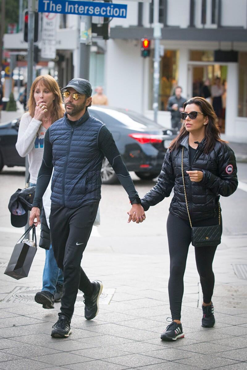 Pepe Bastón se mostró muy caballeroso con su novia en todo momento.