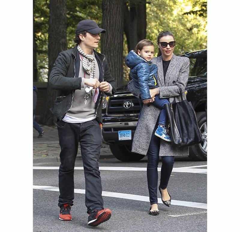 Apenas el día de ayer la pareja hizo oficial su separación, sin embargo, esta mañana fueron vistos paseando por las calles de Nueva York disfrutando tiempo con el pequeño Flynn.
