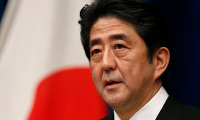 El primer ministro, Shizo Abe, pidió que las nuevos estímulos económicos sean explicados a la población. (Foto: Reuters)