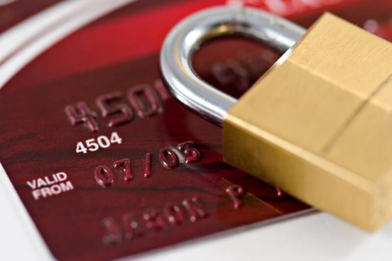 Los bancos cobran un promedio de 41% de tasa de interés en las tarjetas de crédito clásicas. (Foto: Archivo)