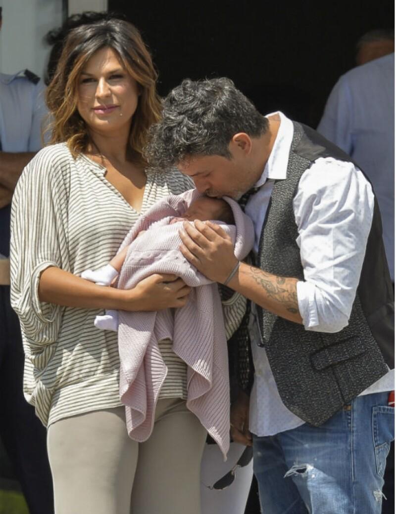Alma es la segunda hija para la pareja conformada por Alejandro y Raquel.