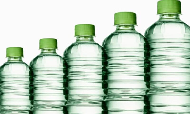 Las botellas de agua premium pueden ser hasta 163% más caras frente a las bebidas regulares. (Foto: Getty Images)