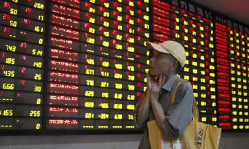 En los últimos días, malos indicadores han contrariado los esfuerzos del Gobierno para relanzar las bolsas. (Foto: Reuters )