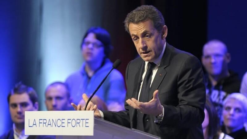 Nicolas Sarkozy promete retnringir la inmigración