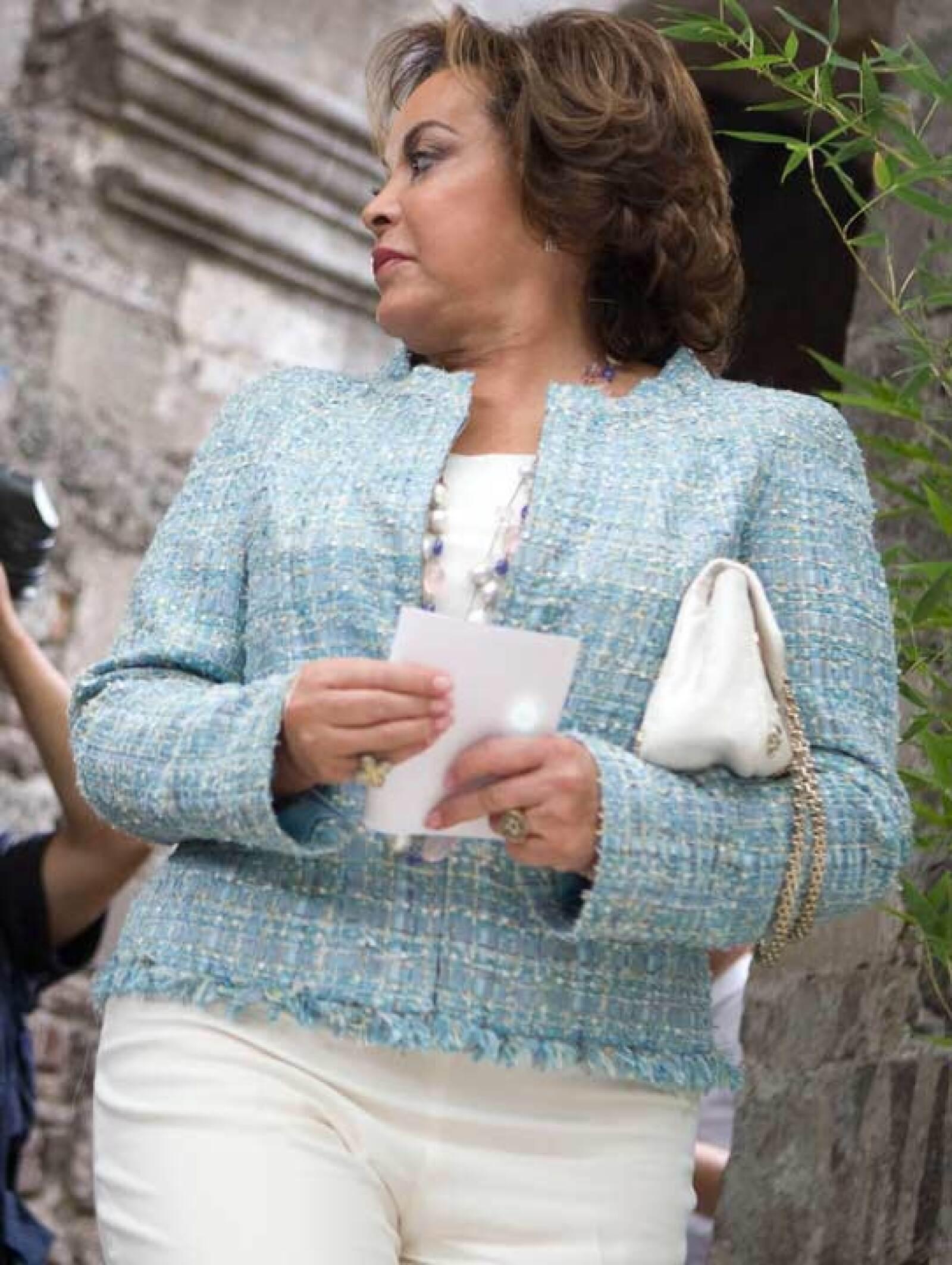 Muy coqueta usó este saco Chanel de tweed.