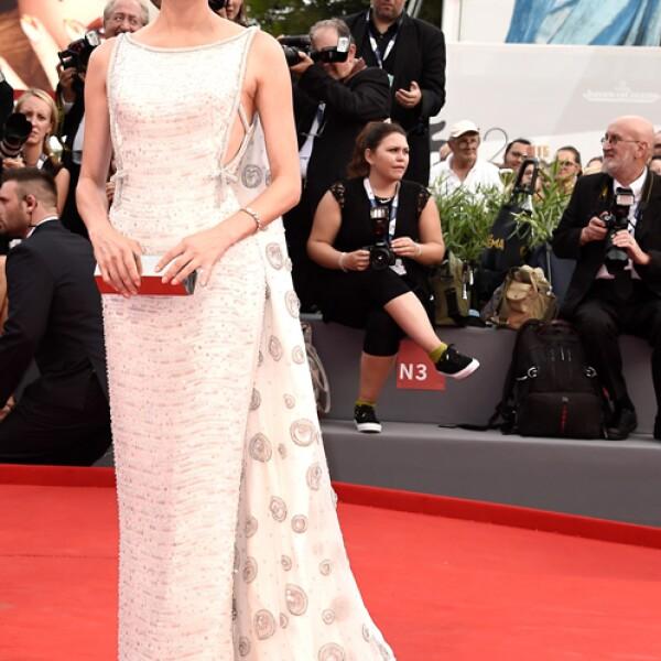 Diane Kruger llevó un vestido de Prada que combinó con joyas de Kwiat y una clutch de Lee Savage para la premiere de `Everest´.