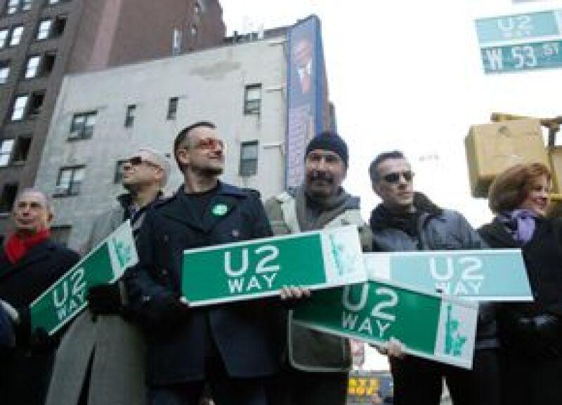 A partir de este martes y por tiempo limitado, parte de la Calle 53 Oeste, en Manhattan, se llamará U2 Way en honor a la veterana agrupación de rock.