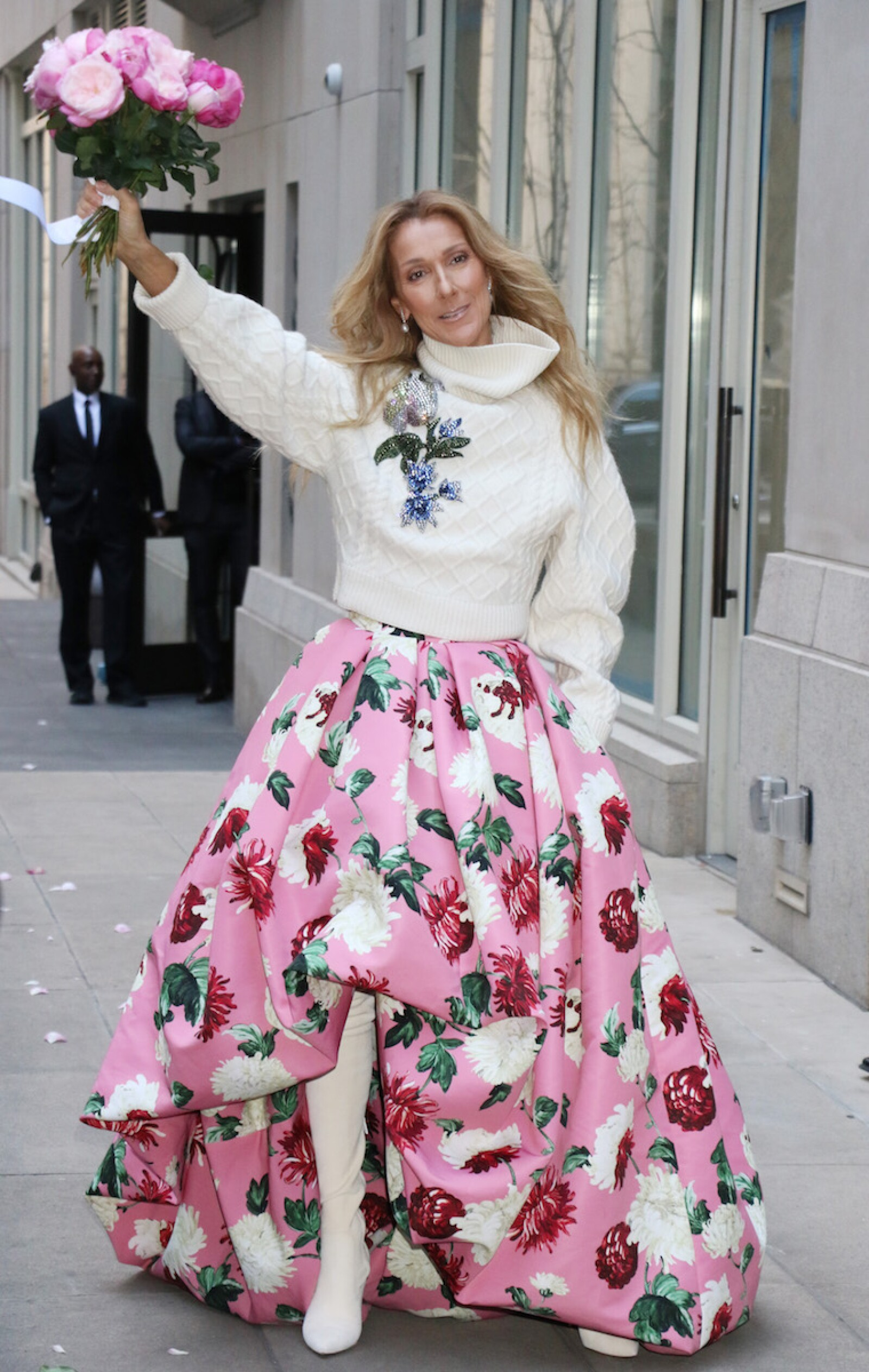 Celine Dion por las calles de New York en un vestido de Oscar de la Renta