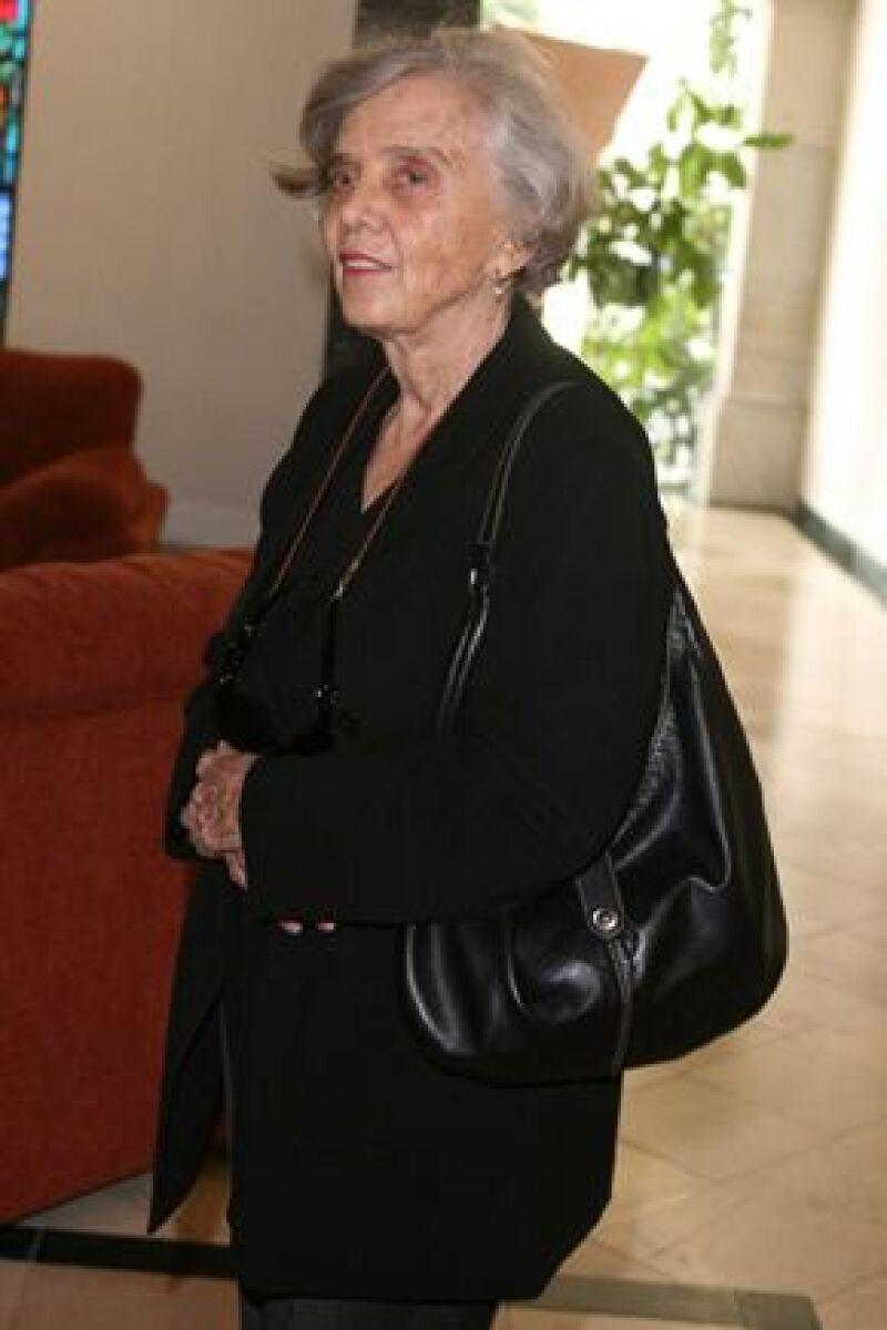 Varias personalidades como Miguel Alemán y Elena Poniatowska acudieron al Panteón Francés para dar el pésame a los familiares de la 'pionera de las telenovelas en México'.