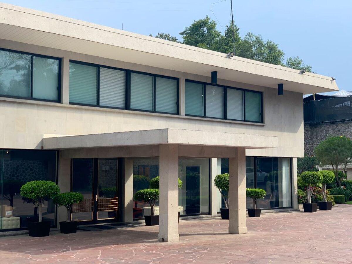 Embajador de Estados Unidos en México 'presume' fotos de su mansión en CDMX