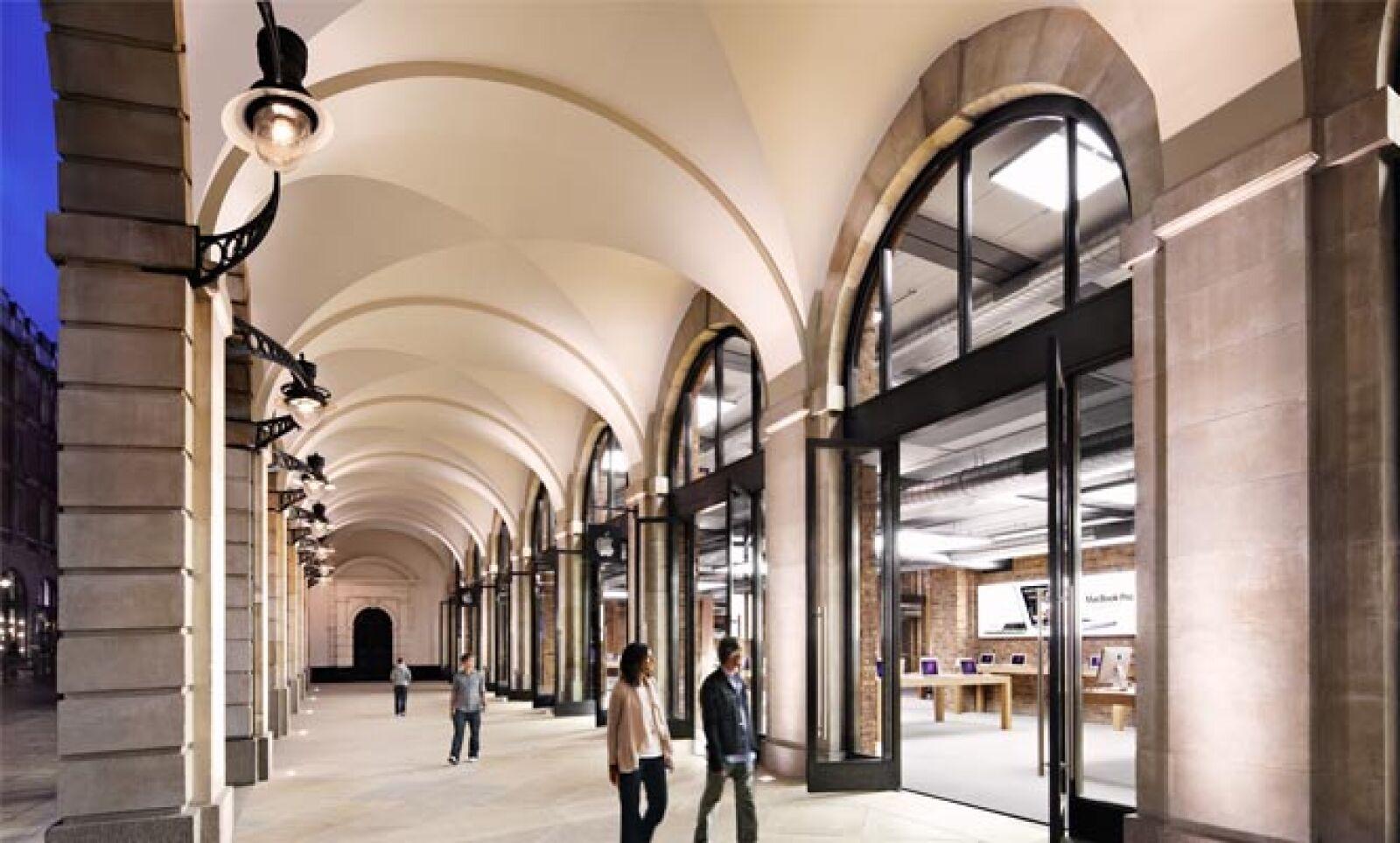 La tecnológica tiene más de 250 tiendas a escala global; en la imagen, la tienda de Covent Garden, de Londres. Esta unidad es la que más ingresos le genera a la firma.