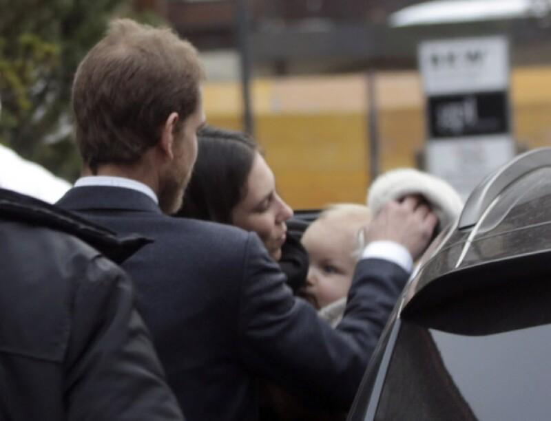 Esta es una de las primeras ocasiones en que podemos apreciar el rostro del primogénito de la pareja.