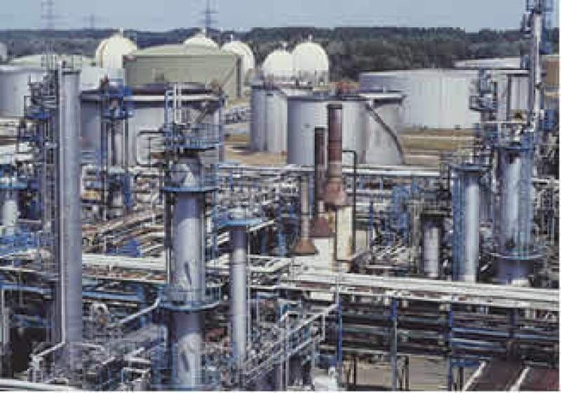 La empresa petroquímica buscará 4,000 mdp mediante la colocación de certificados burátiles.   (Foto: Jupiter Images)