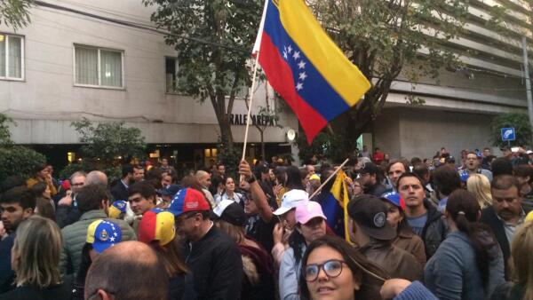Venezolanos Embajada Venezuela en México