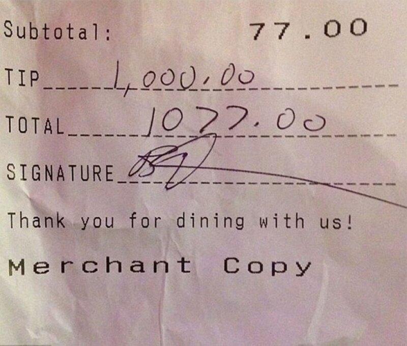 La comediante dejó una propina muy generosa para los bartenders del lugar.
