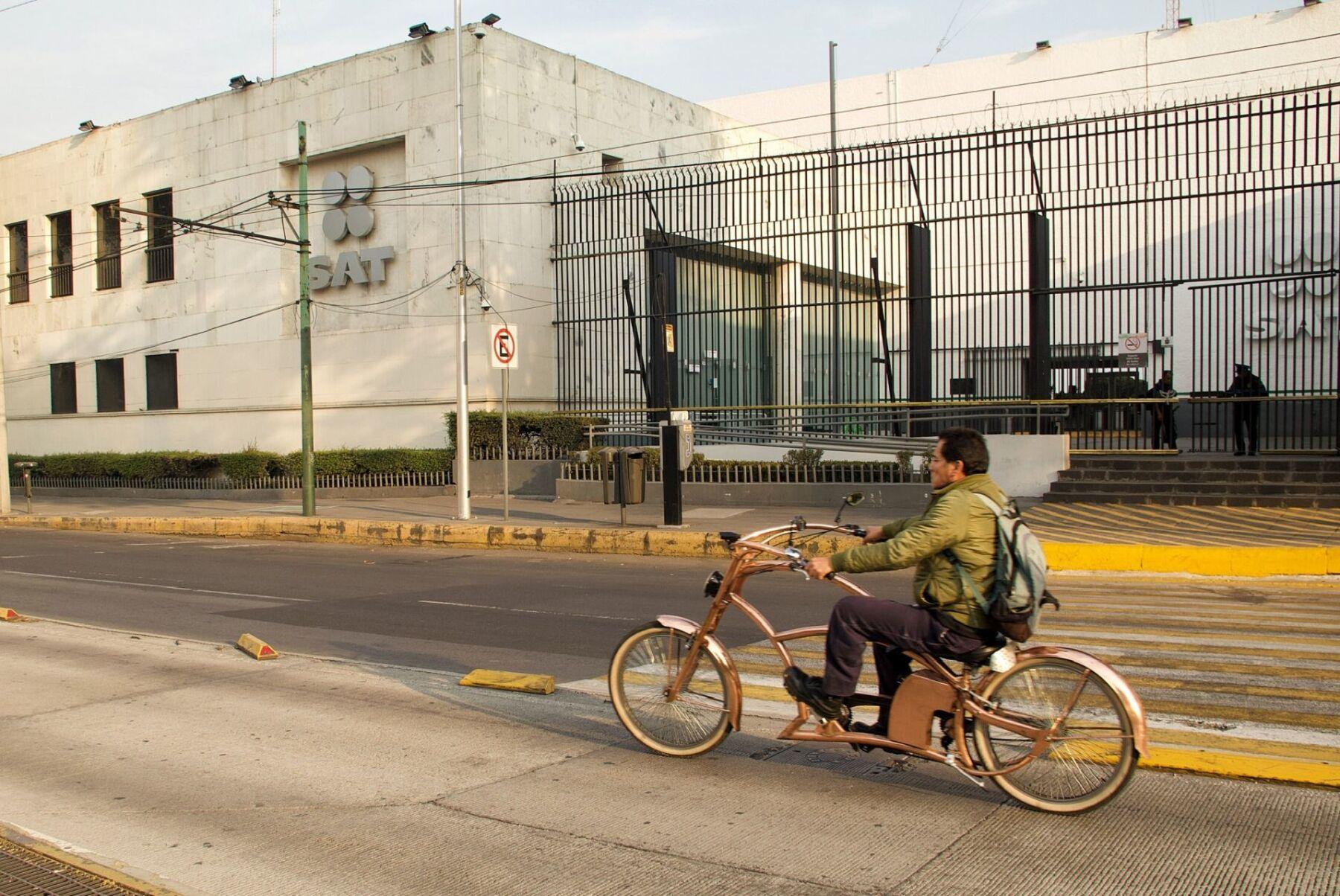 CIUDAD DE MÉXICO, 25DICIEMBRE2018.- Aspectos de las oficinas del Servicio de Administración Tributaria (SAT), donde recientemente fueron despedidas al menos 200 personas que alegan fue, de manera injustificada y sin liquidación correspondiente.  FOTO: ANDREA MURCIA /CUARTOSCURO.COM