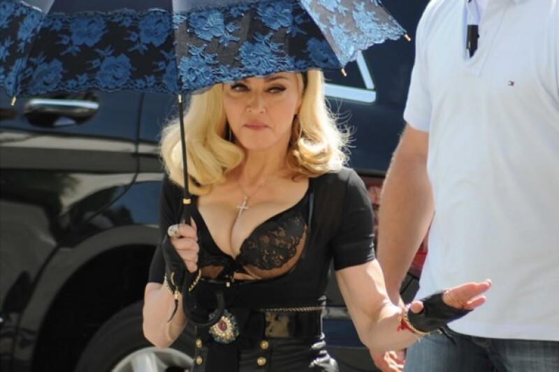 Madonna actualmente presenta su tour MDNA tour.