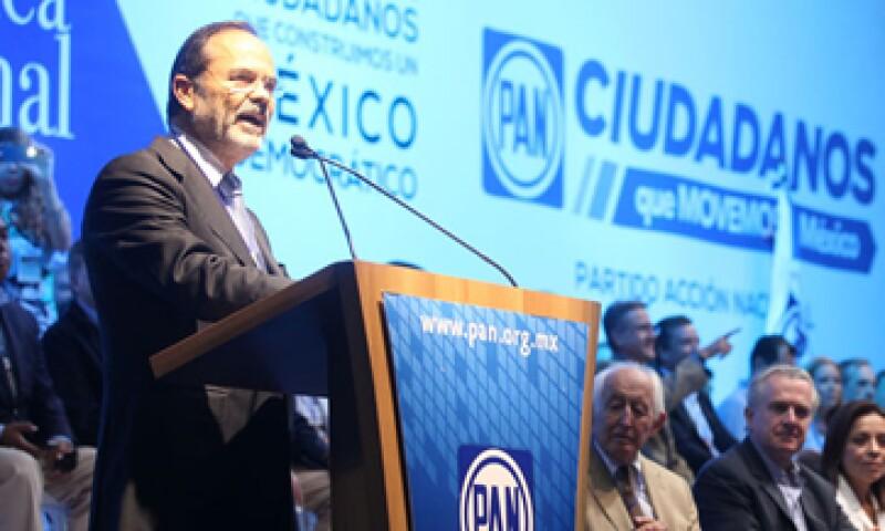 Los legisladores panistas llevarán a cabo foros de consulta con expertos para tomar una decisión sobre su posición., dijo Madero.(Foto: Notimex)
