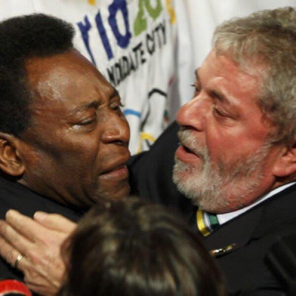 """La leyenda del futbol Edson Arantes do Nascimento """"Pelé"""" y el presidente de Brasil, Luis Inácio """"Lula"""" da Silva celebraron que Río de Janeiro alojará los Juegos Olímpicos en 2016."""