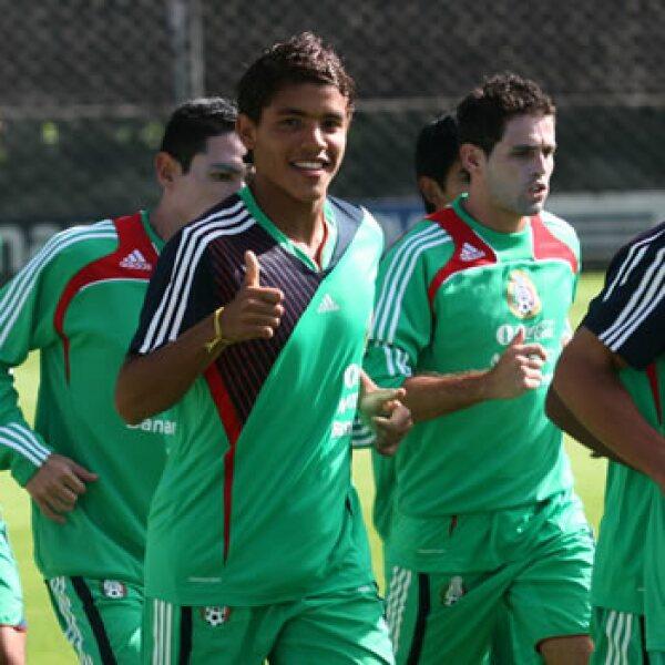 Jonathan dos Santos llegó al primer equipo del Barcelona con sólo 19 años