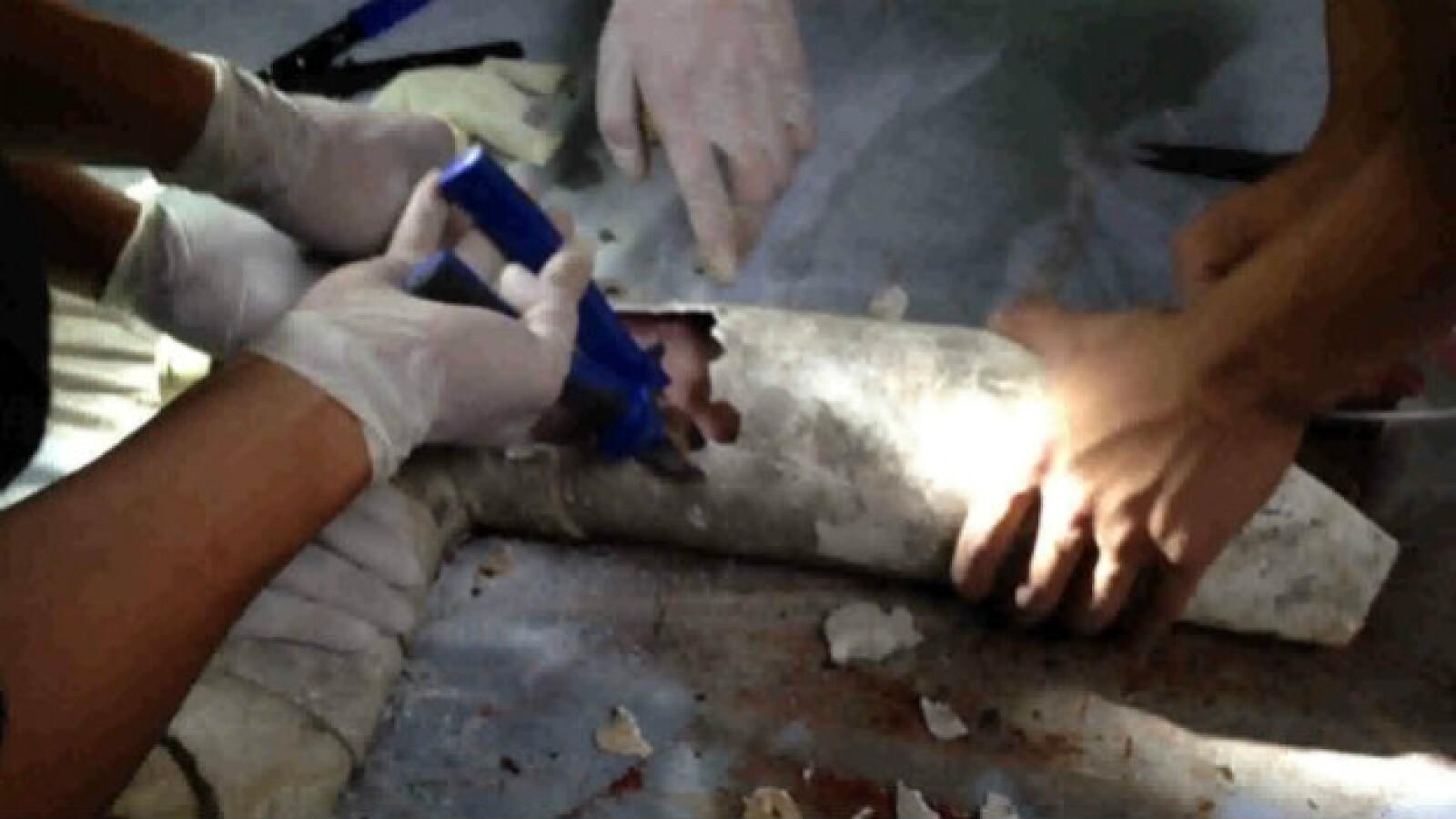 Un recién nacido es hallado en la tubería