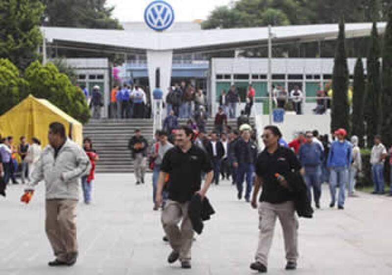 La planta de VW en Puebla dejará de producir 1,520 autos al día por la huelga.  (Foto: Notimex)