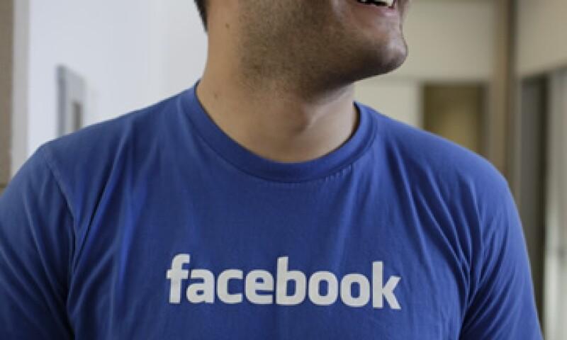 Facebook tiene más de 901 millones de usuarios y obtuvo ingresos por usuario de 1.21 dólares, en el primer trimestre del año. (Foto: AP)