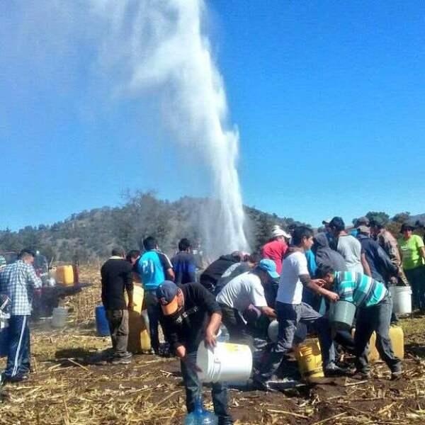 En la comunidad de Guadalupito Las Dalias,  en el municipio de  Santa Rita Tlahuapan, un grupo de habitantes aprovecha el derrame de gasolina de una toma clandestina para robar. El 15 de marzo del 2016 llegaron en camionetas con bidones para rellenar. Ese día rompieron el cerco de seguridad para robar el hidrocarburo. Lo mismo ocurrió en el mismo lugar en enero del 2016.
